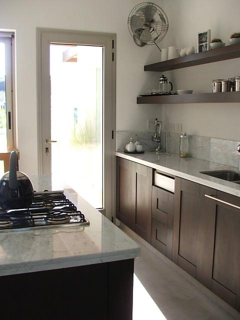 Cocina minimalista cocina decocasa for Decoracion minimalista cocina