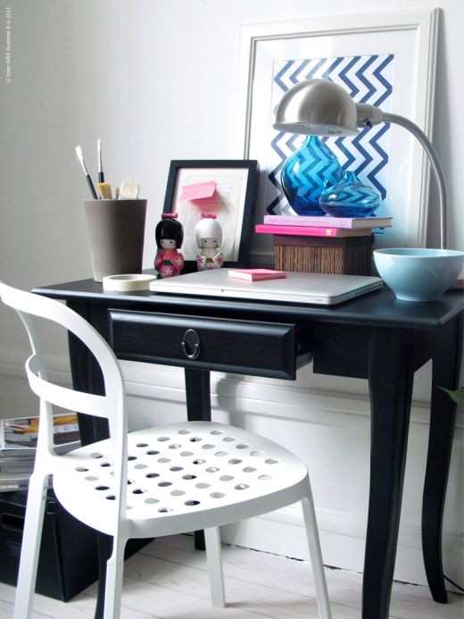 por ltimo les dejamos una idea para aprovechar un espacio entre ventanas de hecho slo se requiere una mesa ya que la silla puede estar dispuesta