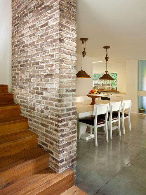 Paredes de piedra o ladrillo en la escalera deco vanguardia - Colocar piedra en pared ...