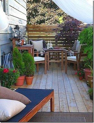 Deco vanguardia patios for Muebles para patios interiores